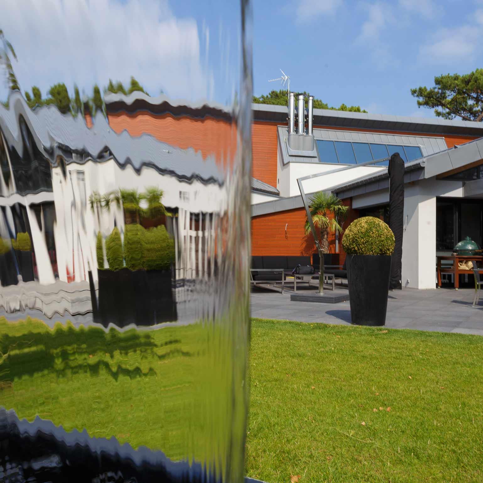 amenagements-paysagers-bassin-fontaine-eau_villa-le-touquet_par-nature-et-jardin-paysagistes-des-hauts-de-france_photo_robin.pirez_1539x1539px