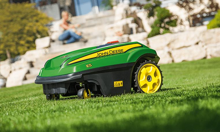 tonte-pelouse-tondeuse-autonome-robot-automower_marque-john-deere_par-nature-et-jardin-paysagistes-des-hauts-de-france_762x458px